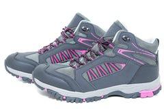 Señoras que caminan los zapatos impermeables - botas turísticas del tobillo que caminan Foto de archivo