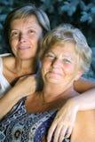 Señoras sonrientes Fotos de archivo libres de regalías