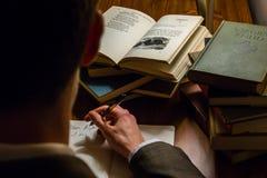 Se över en författareskuldra Royaltyfri Bild