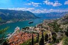 Se över fjärden av Kotor i Montenegro med sikt av mountaien Royaltyfri Fotografi