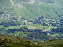 Se över Patterdale område till lilla byn av Rooking Arkivfoto