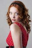 se över ståendeskulderkvinna Royaltyfria Foton