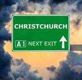 Se?al de tr?fico de CHRISTCHURCH contra el cielo azul claro foto de archivo libre de regalías