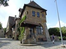 Se Altenburg från borggården arkivfoton