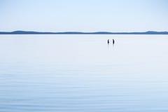 Se baigner dans le bleu Image libre de droits
