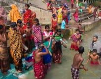 Se baigner dans le Gange photos libres de droits