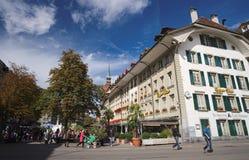 Se Barenplatzen från Bundesplatzen i Bern, Schweiz Fotografering för Bildbyråer