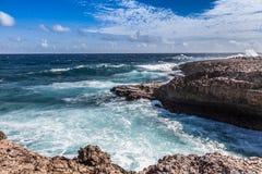 Se briser ondule chez Shete Boka Curaçao photos libres de droits