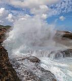 Se briser ondule chez Shete Boka Curaçao photos stock