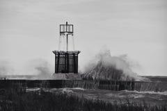 Se briser ondule dans noir et blanc Photo libre de droits