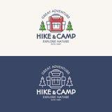 Se composer réglé de logo de hausse et de camp se baladent, des arbres pour le touriste Image libre de droits