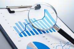 Se concentrer sur la croissance potentielle Rapport d'ensemble Image stock