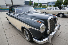 Se de Mercedes Oldtimer 220 concertible Photographie stock
