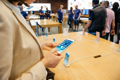 Se det nya handlaget 3D, bred gamutskärm Nya Apple iPho Fotografering för Bildbyråer