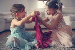 Se detta är min nya härliga klänning Royaltyfria Bilder