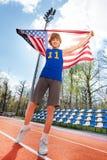 Se divierte al ganador con la bandera americana en el estadio Fotografía de archivo