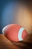 Se divierte la bola de equipment.rugby en la madera Fotos de archivo