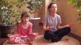 Se divierte a la familia, yoga metrajes