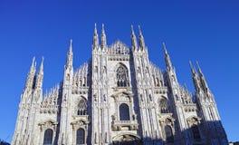 se Duomodi Milano som betyder Milan Cathedral i Italien, med b Royaltyfri Fotografi
