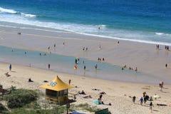 Se eleva ningún paraíso SLSC del ` s de 36 personas que practica surf imágenes de archivo libres de regalías