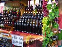 Se embotella el vino Imágenes de archivo libres de regalías