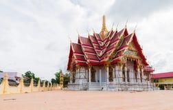 Se está renovando el templo hermoso En el cielo con las nubes Fotos de archivo