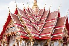 Se está renovando el templo hermoso En el cielo con las nubes Imagen de archivo libre de regalías