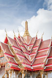 Se está renovando el templo hermoso En el cielo con las nubes Fotografía de archivo libre de regalías