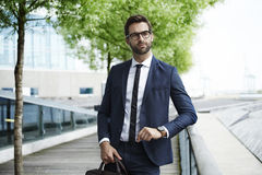 Se för smart affärsman royaltyfria bilder
