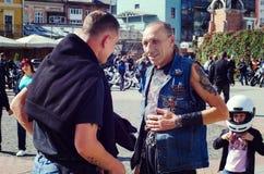 Se fermer du 6ème motoseason par l'association du cycliste sauvage MCC en Ukraine Ivano-Frankivsk Image libre de droits