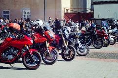 Se fermer du 6ème motoseason par l'association du cycliste sauvage MCC en Ukraine Ivano-Frankivsk Photographie stock libre de droits
