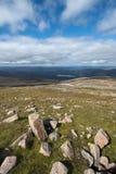 Se från Cairngorm in mot Aviemore arkivbilder