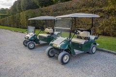 Se garer de voitures de golf Photographie stock libre de droits