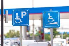 Se garer pour les invités handicapés image libre de droits