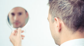 Se i spegeln och reflektera Royaltyfri Foto