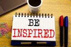 Se inspire el mostrar del subtítulo del texto de la escritura de la mano El concepto del negocio para la inspiración y la motivac imagen de archivo libre de regalías