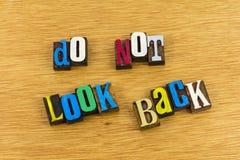 Se inte tillbaka boktryckuttrycket Arkivfoto