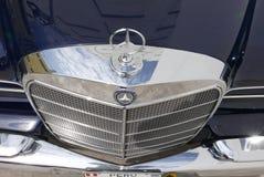 SE l гриль Benz 300 Мерседес хрома показал в Лиме стоковое изображение