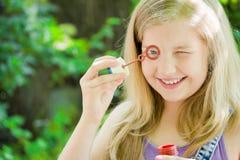 Se livrer l'enfant Photographie stock libre de droits