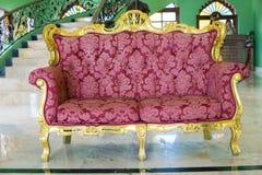 Se localiza Chiangmai, sofá de cuero rojo de la fecha 27-May-2018 de Tailandia foto de archivo libre de regalías