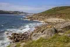 Se in mot den Porthcressa stranden, St Mary & x27; s öar av Scilly, England arkivbild
