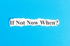 se não agora em que texto no papel Palavra se não agora em que no papel rasgado Imagem do conceito Imagens de Stock