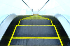 Se ner golv för rulltrappa uppifrån Arkivfoto