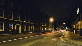 Se ner Gower Street vid natt arkivbild
