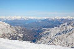 Se ner på den nyazeeländska södra ön för ` s från Cardrona Ski Field Royaltyfri Foto