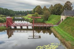 Se ner på tillträdesbron royaltyfria bilder
