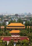 Se norr från utsiktkullen i Jingshan parkera, Peking Arkivfoto