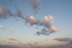 Se nubla el cielo azul Fotografía de archivo