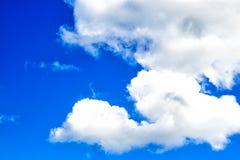 Se nubla el cielo azul Fotografía de archivo libre de regalías