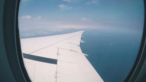 Se nubla el timelapse de una ventana en un avión almacen de metraje de vídeo